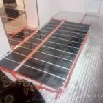 Пленочный пол под ламинат в комнате