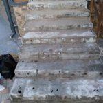 Демонтаж старой плитки на ступенях